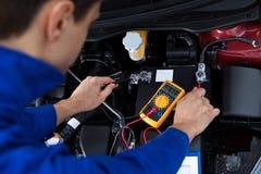 Mechanische het testen autobatterij Stock Afbeeldingen