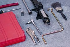 Mechanische Hulpmiddelenreeks met rood geval stock fotografie