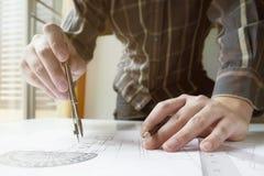 Mechanische ingenieur op het werk Royalty-vrije Stock Afbeeldingen