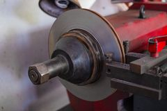 Mechanische mens die rem herstellen royalty-vrije stock afbeeldingen