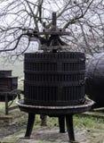 Mechanische Presse der alten hölzernen Traube Stockbilder