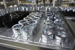 Mechanische toestellen in metaal in pakhuis stock foto's