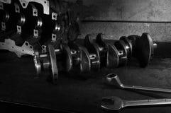 Mechanische werkbank met moersleutel en cranckshaft Royalty-vrije Stock Foto