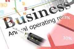 Mechanischer Bleistiftpunkt zum Geschäftstext auf Diagramm. Lizenzfreies Stockfoto