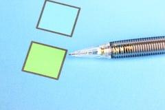 Mechanischer Bleistiftpunkt, zum von Checkbox zu grünen Stockfotografie