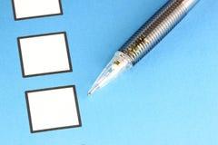 Mechanischer Bleistiftpunkt zum weißen Checkbox Stockfoto