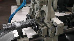 Mechanischer Filter, der Maschine vier herstellt stock video footage