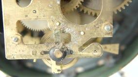Mechanisme van een retro klok stock videobeelden