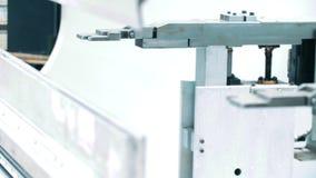 Mechanizm dla trzymać metali talerze na automatyzującej linii Mechaniczna jednostka zbiory wideo