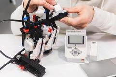 Mechatronics ρομποτικής παραμονής Lego έννοια συνελεύσεων Στοκ Φωτογραφίες