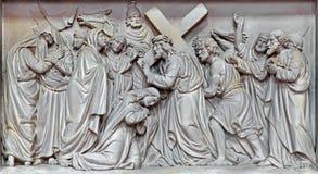 Mechelen - η πέτρινη ανακούφιση Ιησούς συναντά τις γυναίκες της Ιερουσαλήμ στην εκκλησία η κυρία μας πέρα από de Dyle από το Π J  Στοκ Φωτογραφίες