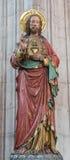 Mechelen - το χαρασμένο και πολύχρωμο άγαλμα της καρδιάς του Ιησούς Χριστού στην εκκλησία η κυρία μας πέρα από de Dyle Στοκ φωτογραφίες με δικαίωμα ελεύθερης χρήσης