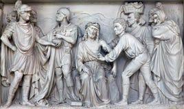 Mechelen - alivio de piedra Jesús para Pilate en iglesia nuestra señora a través de Dyle Imagen de archivo libre de regalías