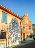 Mechelen, em março de 2018: Arte da rua pelo artista Gijs Van Hee da cidade sobre imagens de stock royalty free
