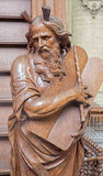 Mechelen - a estátua cinzelada de Moses na entrada do púlpito na igreja nossa senhora através de Dyle fotos de stock royalty free