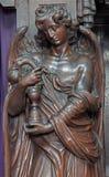 Mechelen - Gesneden engel met de slang als symbool van de kerk van onze-Lieve-Vrouw n-Hanswijkbasiliek Royalty-vrije Stock Afbeelding