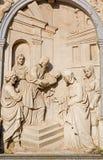 Mechelen - lättnad av presentationen i templet från fasad av den gotiska kyrkan vår dam över de Dyle Royaltyfri Bild