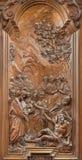 Mechelen - milagro del apóstol Juan y Peter que curan el alivio tallado hoja de metal de Ferdinand Wijnants en la iglesia o Jansk Foto de archivo libre de regalías