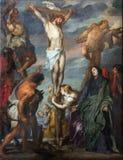 Mechelen - peinture de scène de crucifixion dans la cathédrale de St Rumbold par le peintre baroque glorieux Anton van Dyck. photos stock