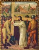 Mechelen - Simon των βοηθειών Ιησούς Cyrene για να φέρει το σταυρό του. Διαγώνιος κύκλος τρόπων από. το σεντ 19. σε onze-Lieve-Vro Στοκ Φωτογραφίες
