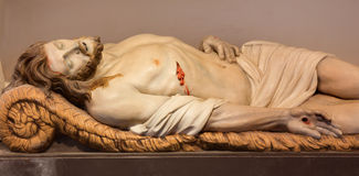 Mechelen - statue de Jésus dans la tombe dans l'église du n-Hanswijkbasiliek Onze-Lieve-Vrouw-va Image stock