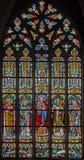 Mechelene - hjärtan av Jesus och helgonen på fönsterruta i kyrka eller Katharinakerk för st Katharine Arkivfoto