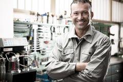Mecánico sonriente Imagen de archivo libre de regalías
