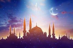 Meczetowe sylwetki, błyszcząca księżyc i gwiazdy, muzułmański święty miesiąc ilustracja wektor
