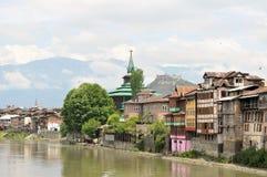 Meczety przy Jahelum rzeką w Srinagar, Kaszmir Zdjęcia Royalty Free