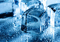 Is med bevattnar liten droppe Royaltyfri Foto