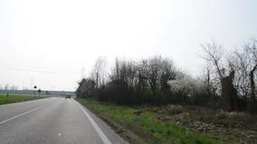 Med bilen i norh Italien video lager videofilmer