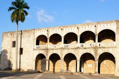 Med cykeln till och med Santo Domingo Dominican Republic arkivfoto