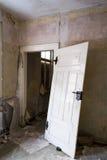 Med dörren till huset royaltyfri bild