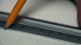 Med en linjal och en blyertspenna gör linjen arkivfilmer