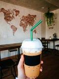 Med is kaffe i coffee shop Royaltyfria Bilder