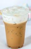 Med is kaffe med mjölkar Royaltyfria Bilder