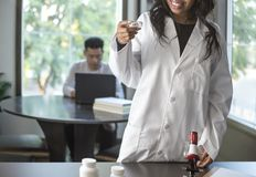 Med School Student e scienziato femminile Immagine Stock