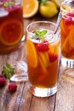 Med is te med apelsinen och hallonet royaltyfri fotografi