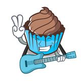 Med tecknade filmen för maskot för gitarrchokladmuffin royaltyfri illustrationer