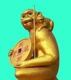 Medaglia d'oro della tenuta della scimmia dell'oro Fotografia Stock