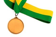 Medaglia d'oro su fondo bianco con il fronte in bianco per testo, medaglia d'oro nella priorità alta Fotografia Stock Libera da Diritti