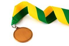 Medaglia d'oro su fondo bianco con il fronte in bianco per testo, medaglia d'oro nella priorità alta Fotografia Stock