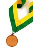 Medaglia d'oro su fondo bianco con il fronte in bianco per testo, medaglia d'oro nella priorità alta Immagini Stock