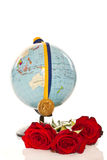 Medaglia di oro con un globo ed i fiori Fotografia Stock
