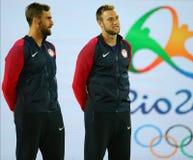 Medaglie bronzee Steve Johnson (l) e Jack Sock degli Stati Uniti durante la cerimonia della medaglia dopo il finale dei doppi deg Immagine Stock