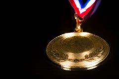 Medaille auf dem schwarzen Hintergrund Stockfotos