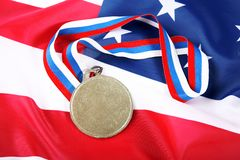 Medaille mit Farbe Farbband und USA-Markierungsfahne Stockfotos