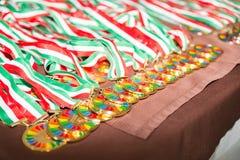 Medaillen auf dem Tisch Stockfotos