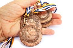 Medaillen in der Hand Stockfoto