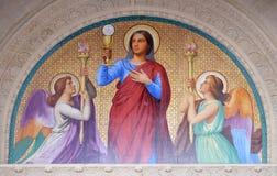 Medaillon des Portals stellt den Glauben, St- Augustinekirche in Paris dar stockfotos